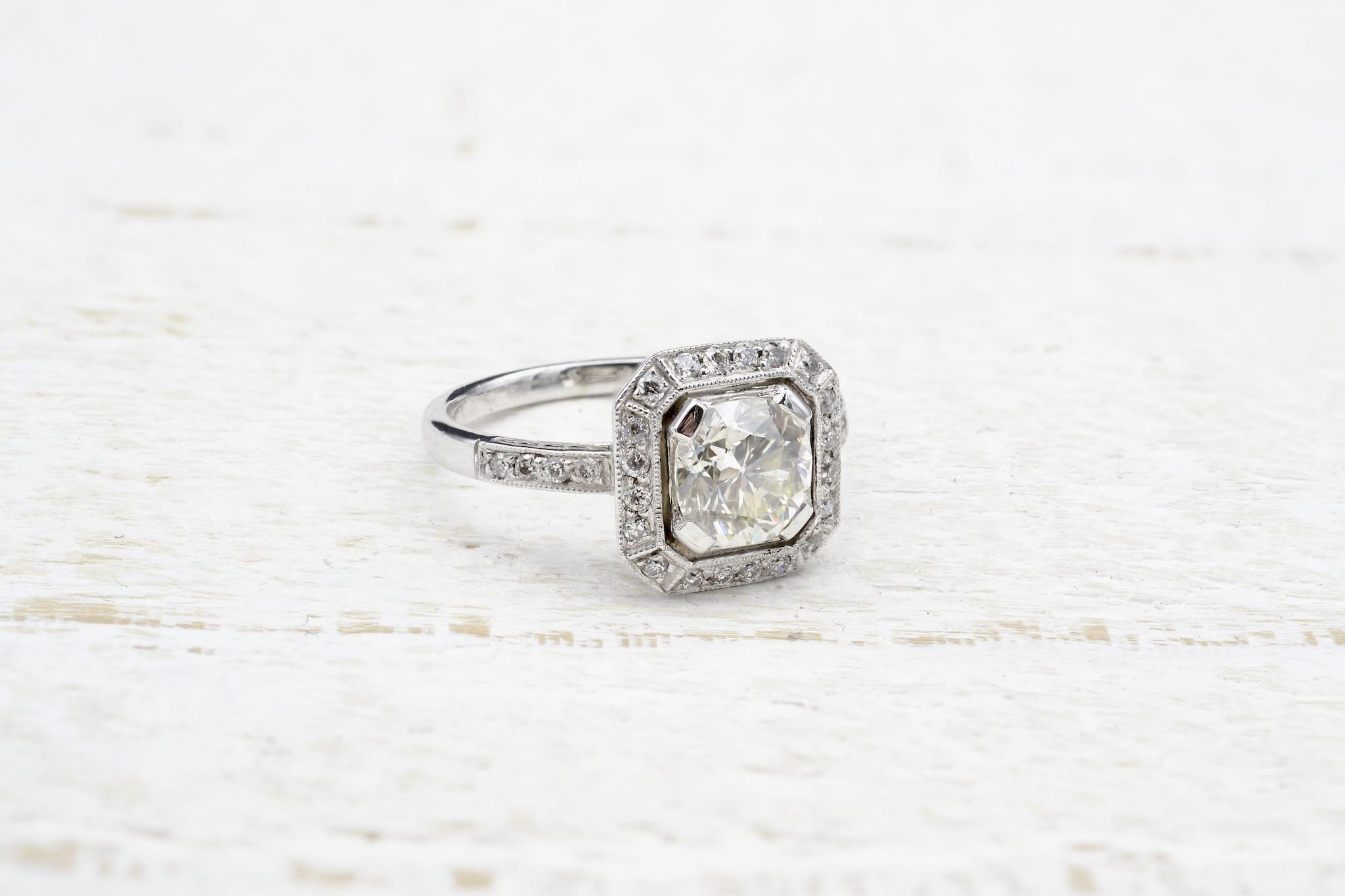 bague art déco diamant taille coussin