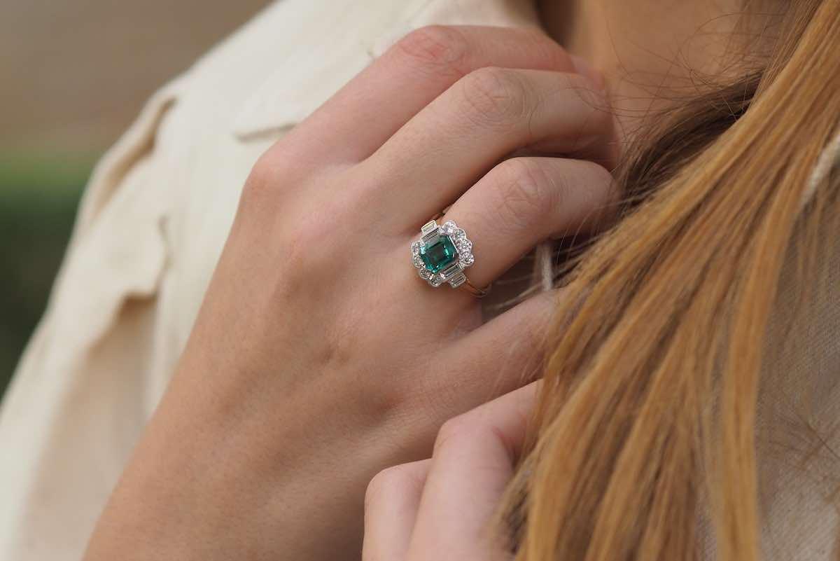bague ancienne émeraudes et diamants