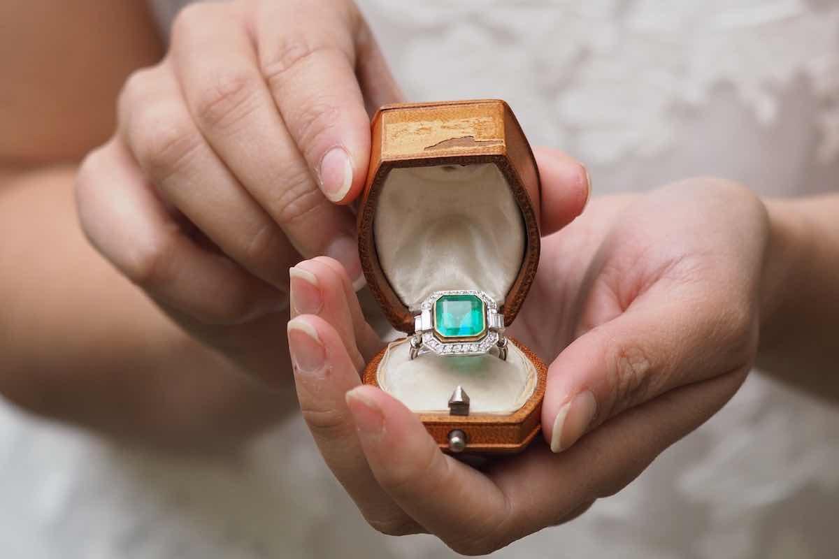 Bague de fiançailles émeraude: bonne ou mauvaise idée ?