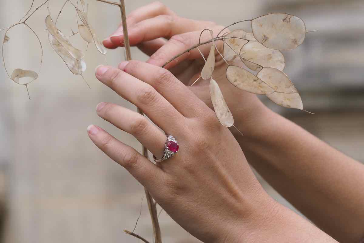 bague ancienne rubis entourage diamants