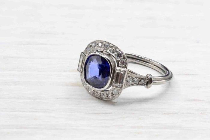 Bague saphir et diamants Art Déco en platine