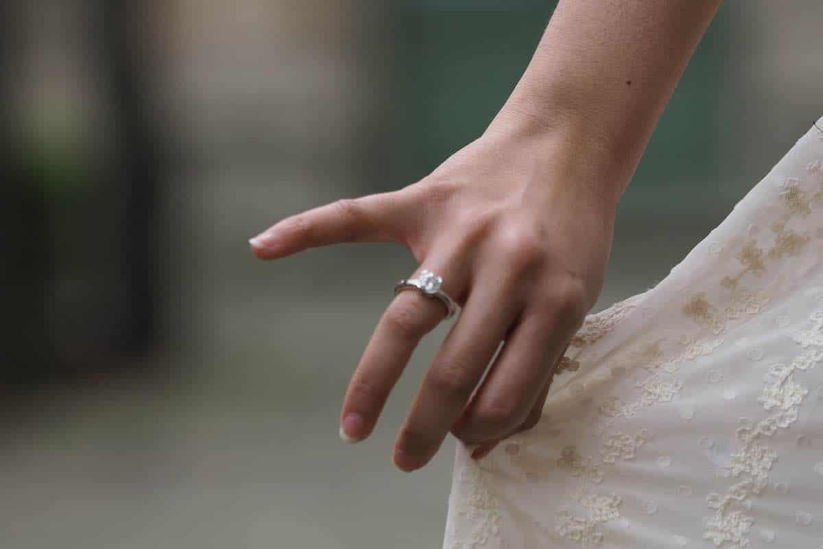 bague de fiançailles or blanc 18k
