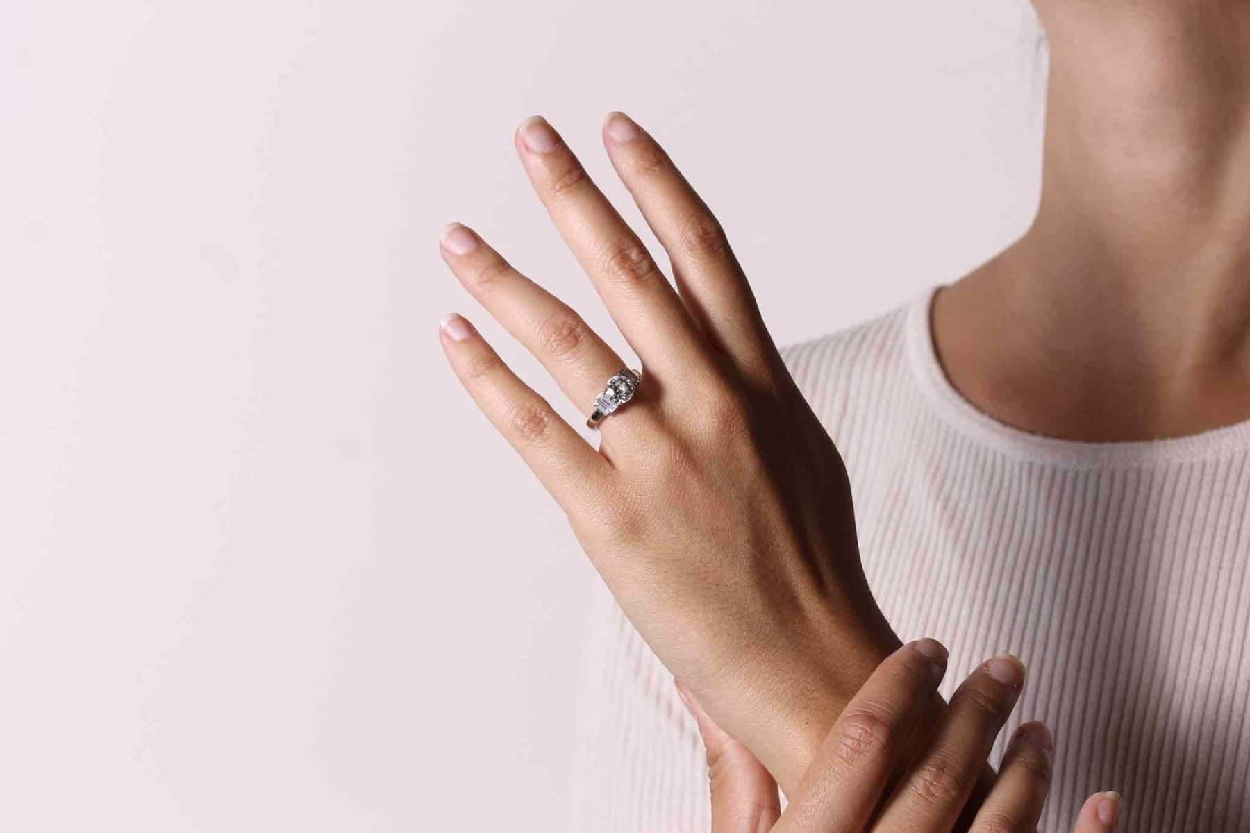 Bague diamant de 1,28 carats et baguettes