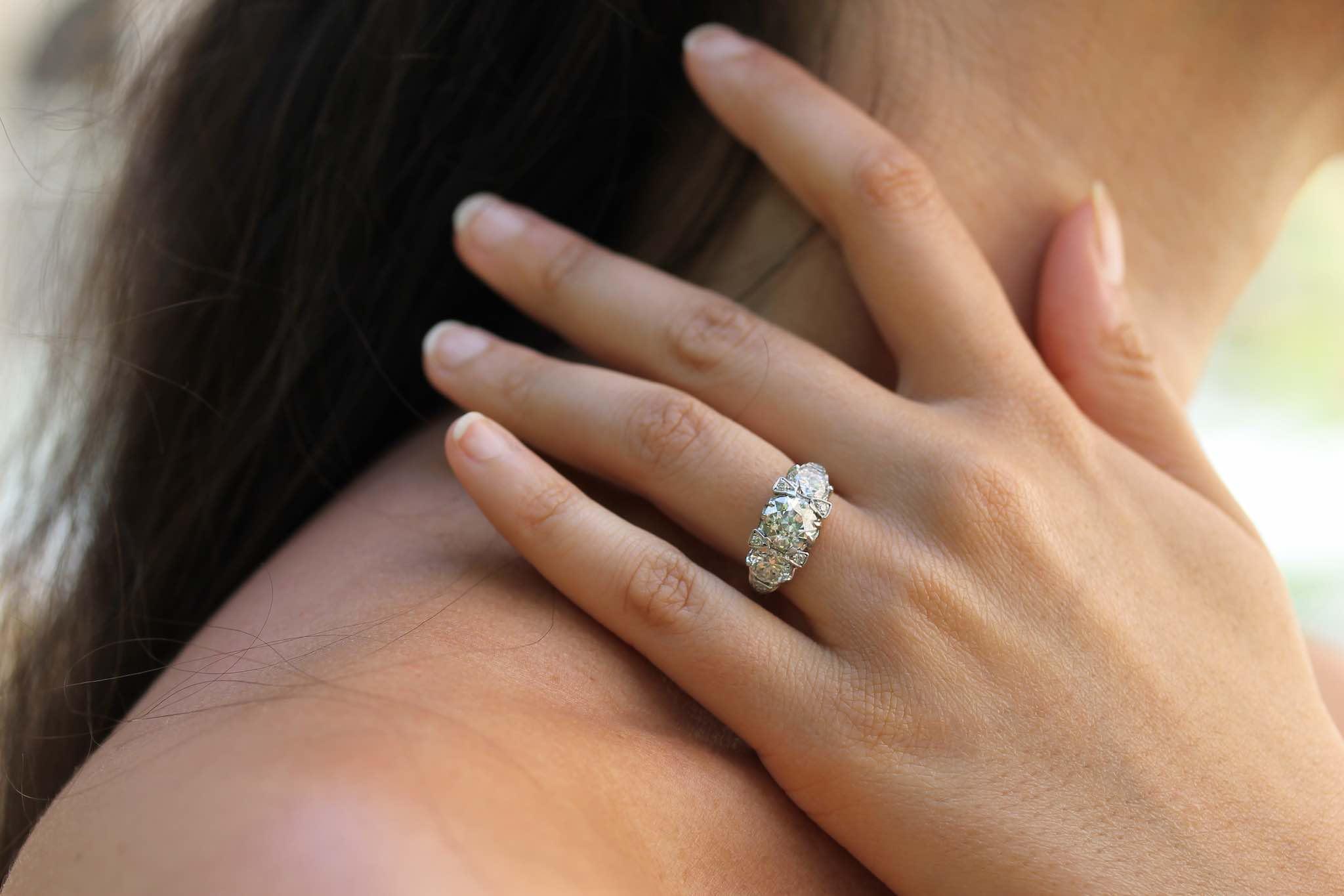Bague trilogie diamants gravée