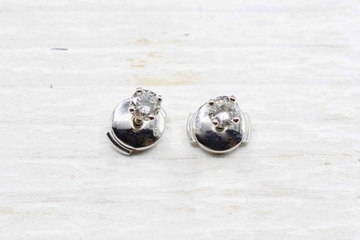Boucles d'oreilles puces diamants en or blanc 18k