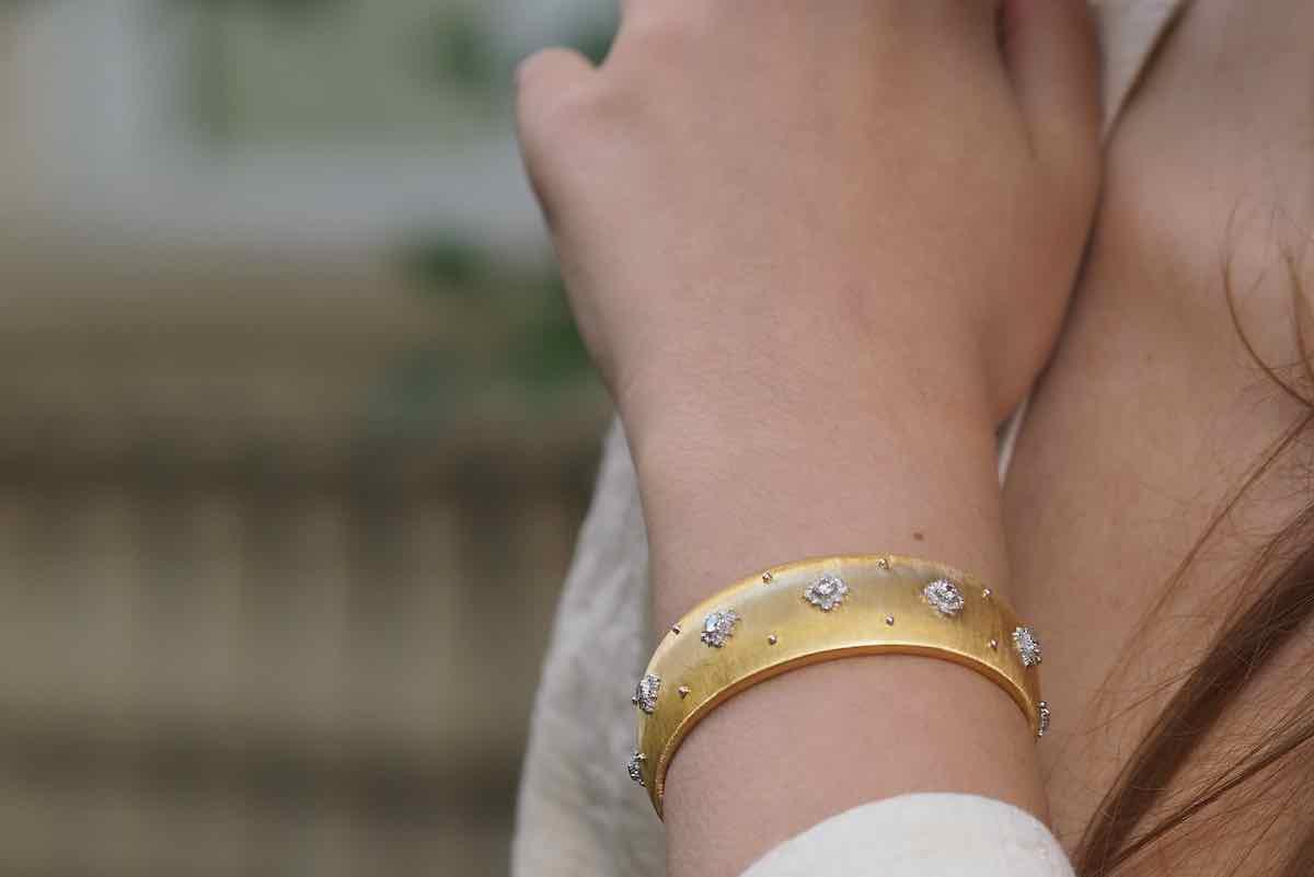 bracelet signé buccellati en or