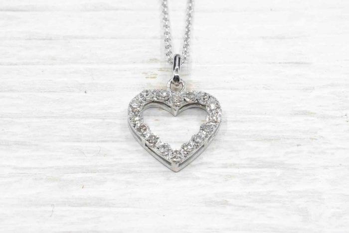 Pendentif coeur diamants en or blanc 18k