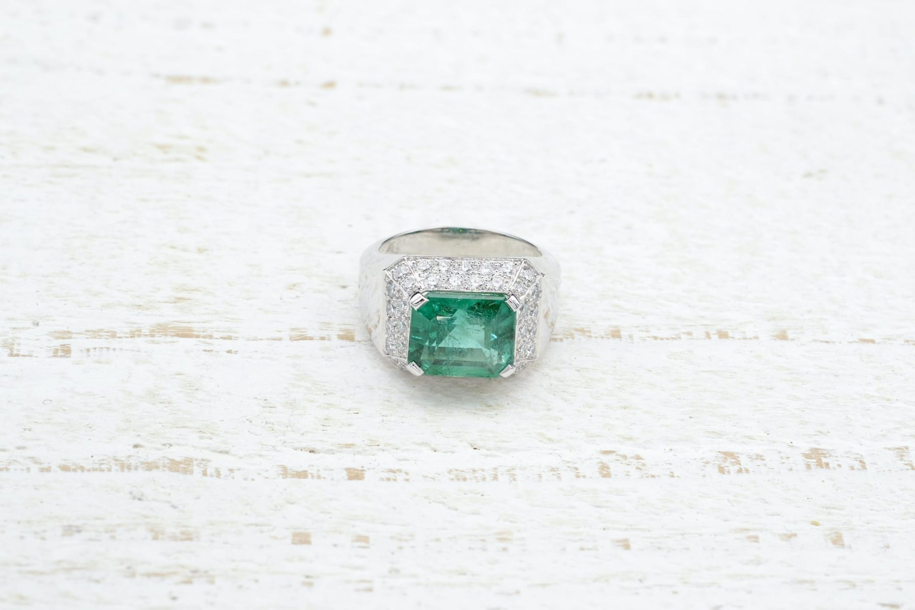 vintage gold ring with emerald