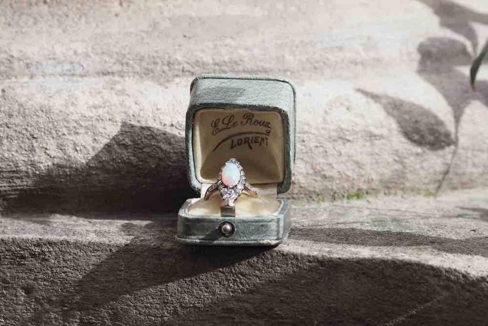 bague de fiançailles opale diamants