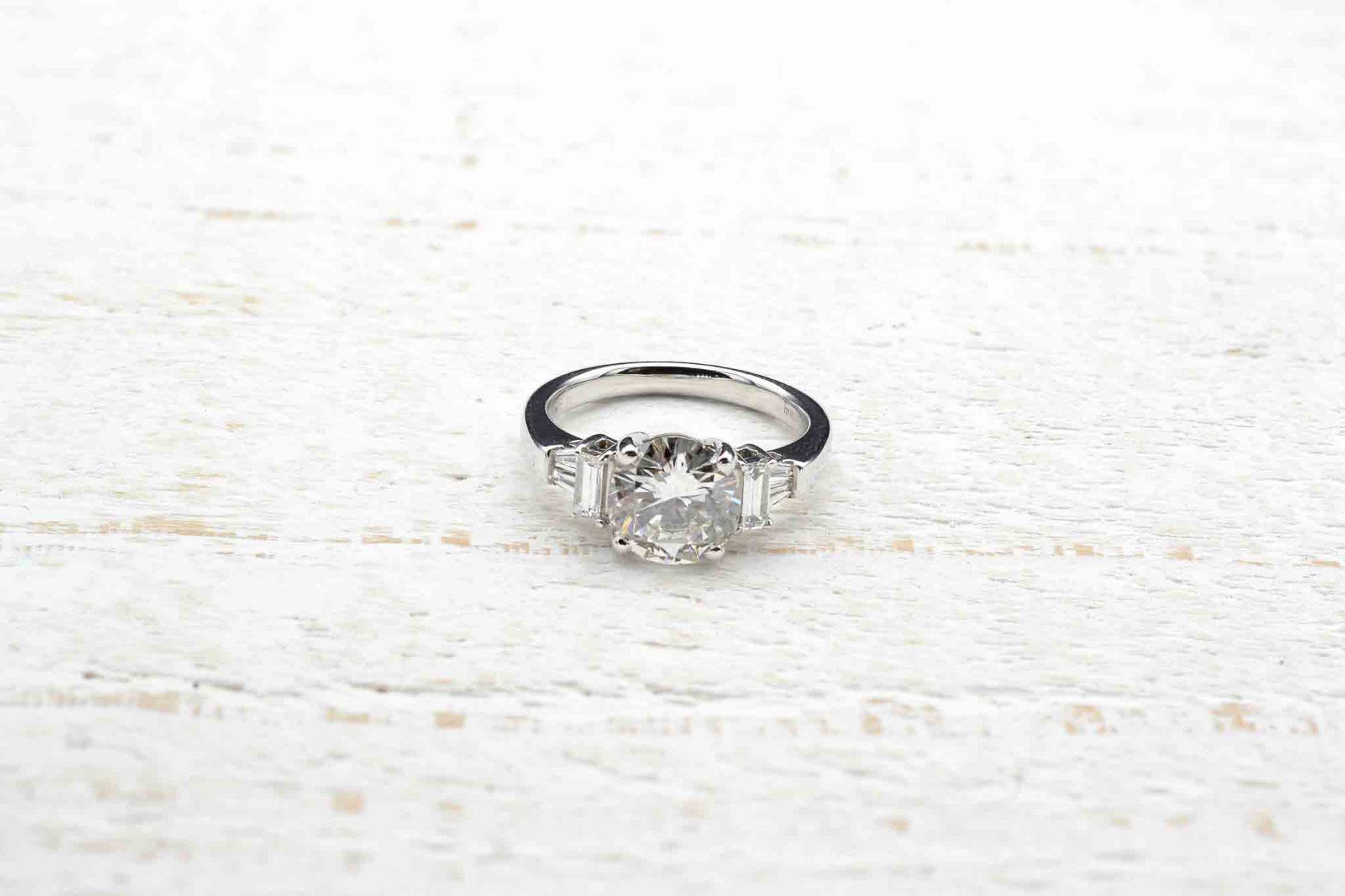 2 carats diamond ring