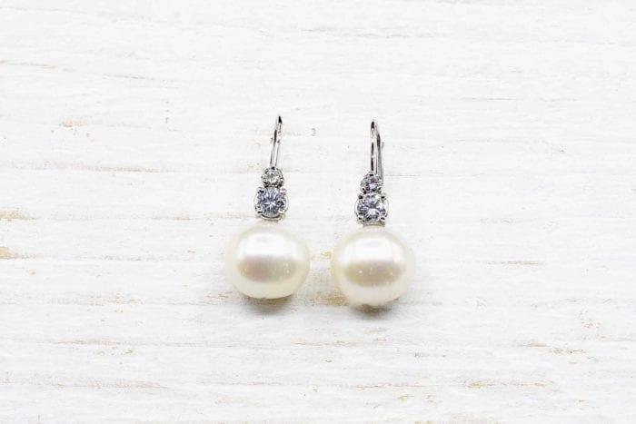 Boucles d'oreilles dormeuses perles et diamants